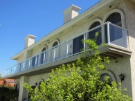 Glass balcony railing system - San Diego