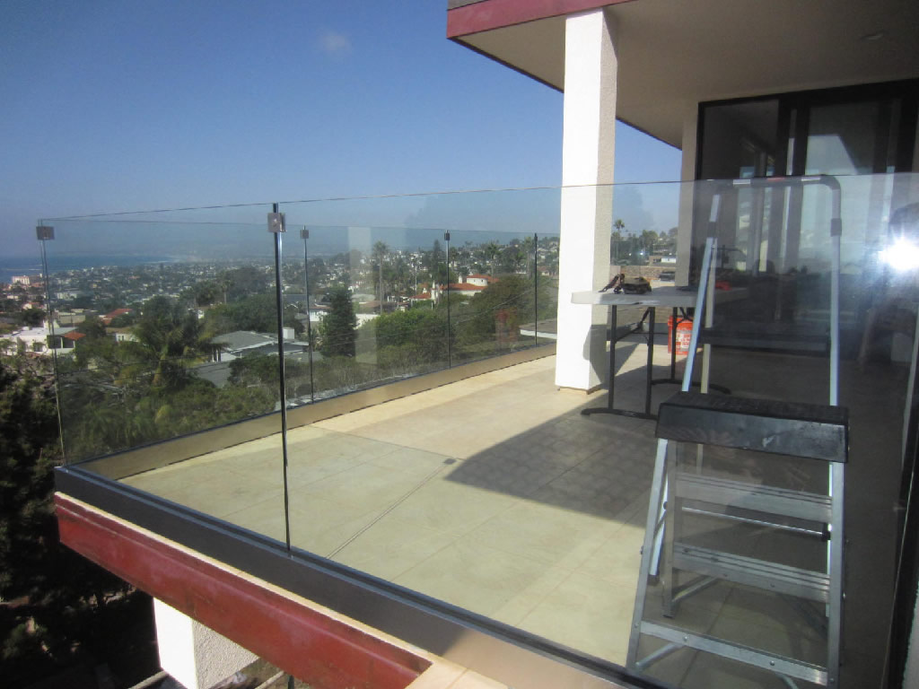 Glass railing san diego coastline patriot glass and for Glass balcony railing