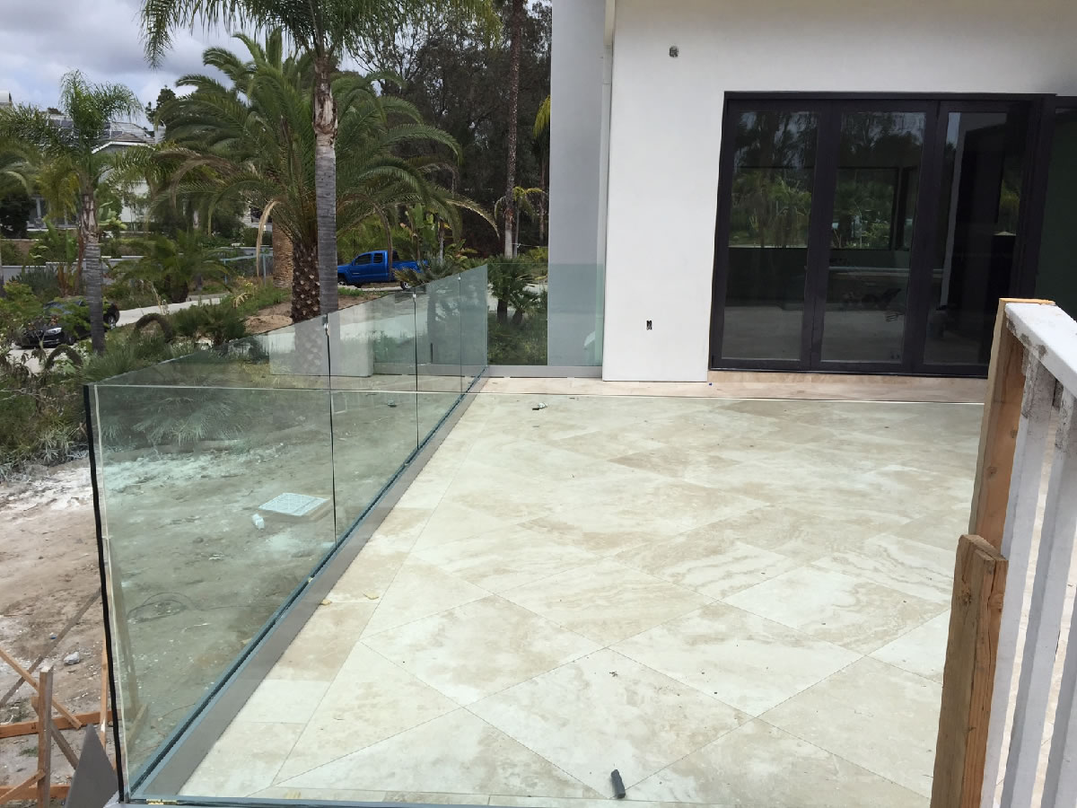 Tempered glass railing rancho santa fe patriot glass for Glass balcony railing