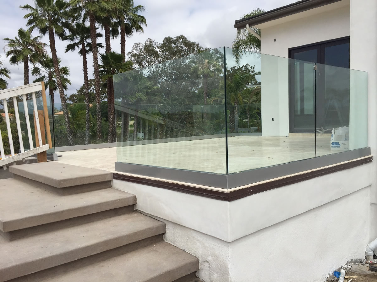 Tempered glass railing system bing images for Glass balcony railing