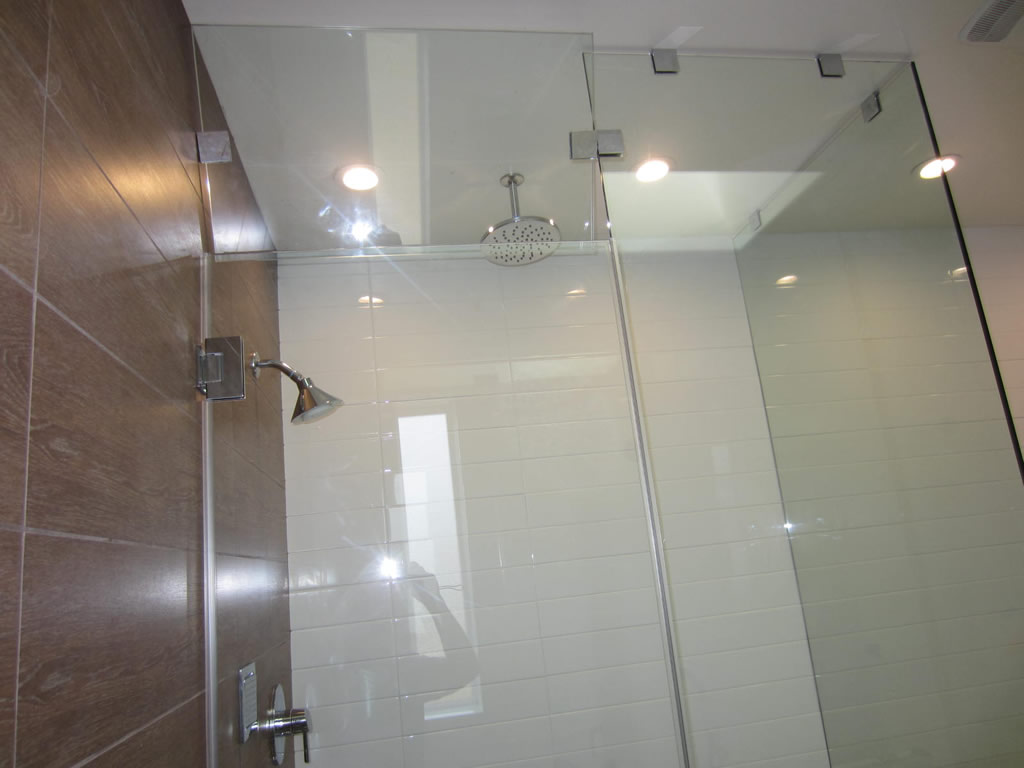 glass steam shower with vent